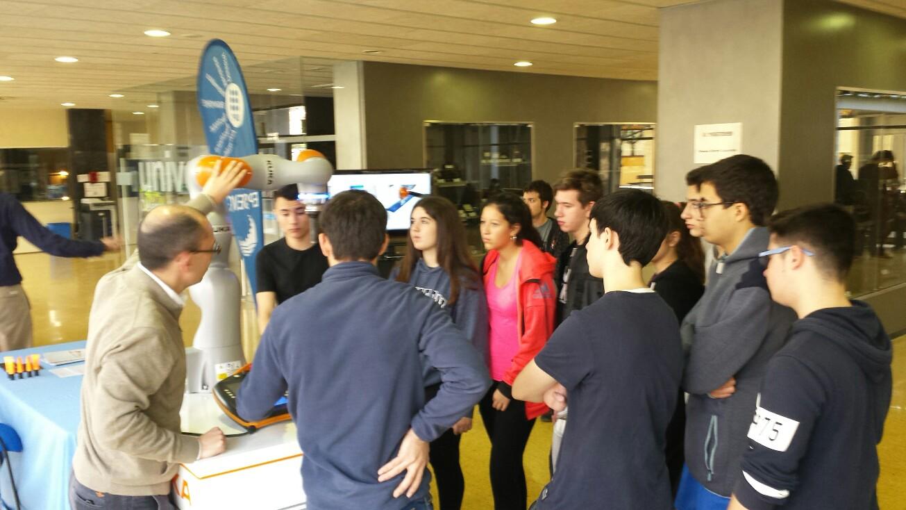 Alumnes de 4t d'ESO visiten la Jornada Robòtica de la UPC