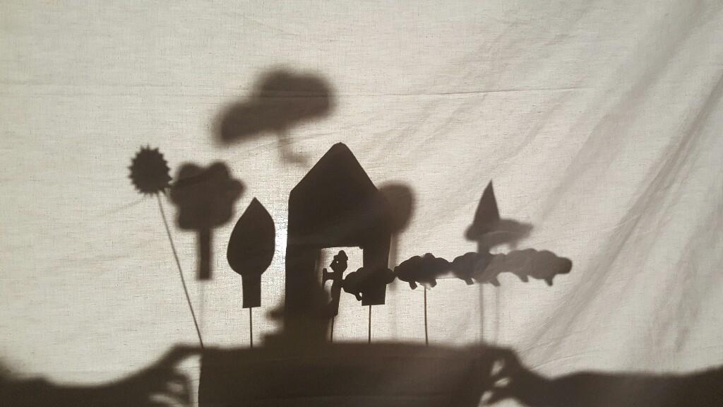 """Muntatges de """"shadow plays"""" a Cicle Superior"""