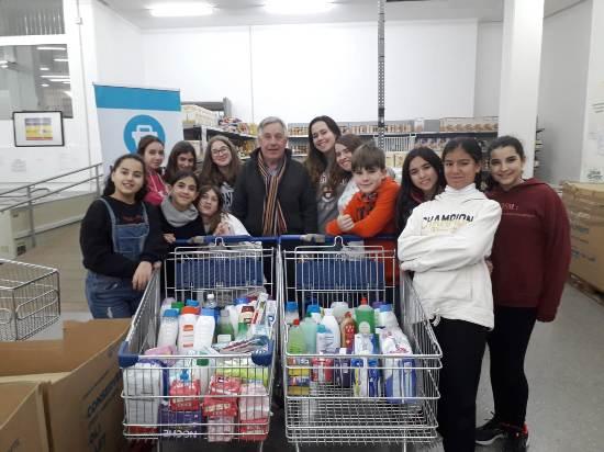 Setmana de la Solidaritat: lliurament de productes d'higiene i visita a l'Economat